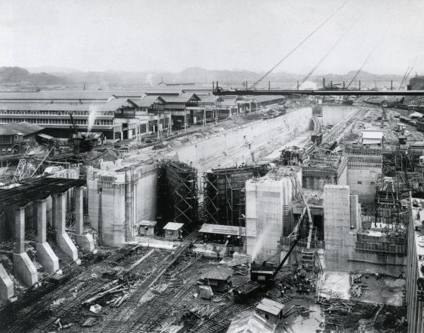 The US Army taking part in the building of the Panama Canal, linking the Pacific and Atlantic Oceans. Date: early 20th century