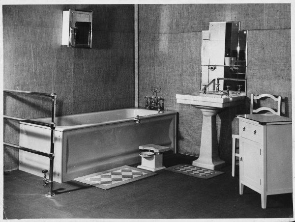 A stylish, typically geometrical Art Deco bathroom suite, where even the weighing scales are made to match