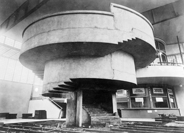 The concrete spiral staircase in a 'modern' house in Bremen, Germany. Date: early 1930s