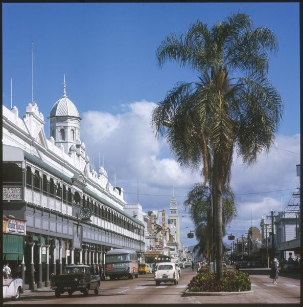 Townsville, Queensland: Flinders Street (main street) with Town Hall