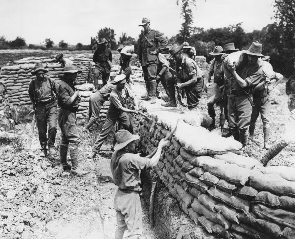 Australian troops building trenches at Fleurbaix, northern France, during the First World War. Date: May 1916