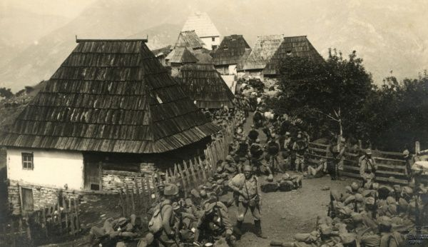 Austro-Hungarian troops marching through Medice, Bosnia, on the eastern front during the First World War. Date: 1915-1917