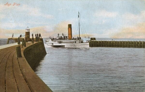 Ayr Pier, Scotland - Arrival of the ferry Date: 1905