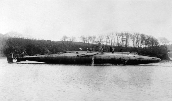 Royal Navy submarine of unidentified type, beached. Date: circa 1914