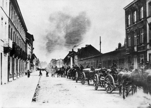Belgian artillery leaving Tirlemont in the direction of Louvain (Leuven), Belgium, at the start of the First World War. Date: August 1914