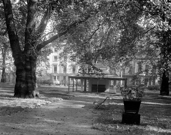 The gardens of Berkeley Square, Mayfair, London, made famous in the Manning Sherwin son 'A Nightingale Sang in Berkeley Square' (1915). Date: early 1930s