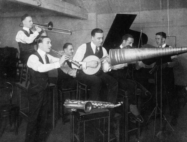 Bert Ralton and his New York Havana Band recording c. 1922, using the acoustic method. Date: c.1922