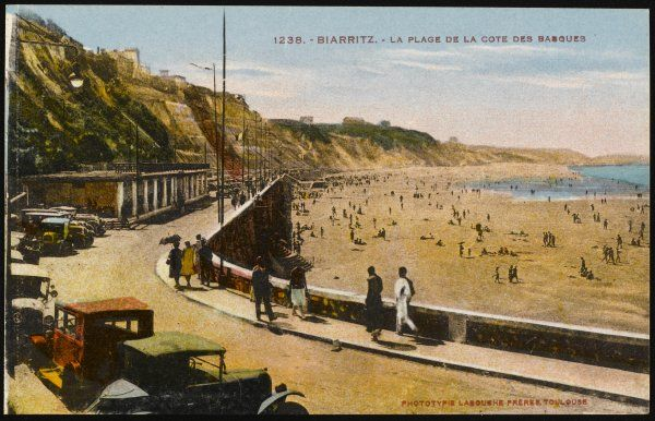 Biarritz: view of the beach, from the Cote des Basques