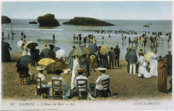 Biarritz: the beach at bathing time