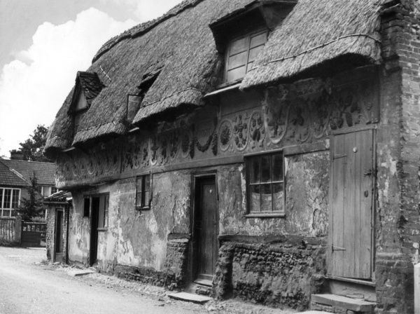 Built c. 1502, these pargetted picturesque thatched cottages, in East Dereham, Norfolk, England, were once the home of BISHOP EDMUND BONNER, who cruelly persecuted Protestants Date: early 16th century