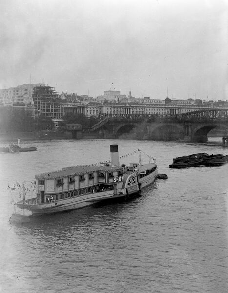 The 'Show Boat' paddle steamer on the River Thames, London. Date: early 1930s