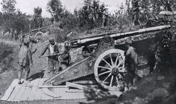 Montenegrin gunners loading a siege canon at Muritza during the bombardment of Scutari during the First Balkan War (1912-13). Date: 1912