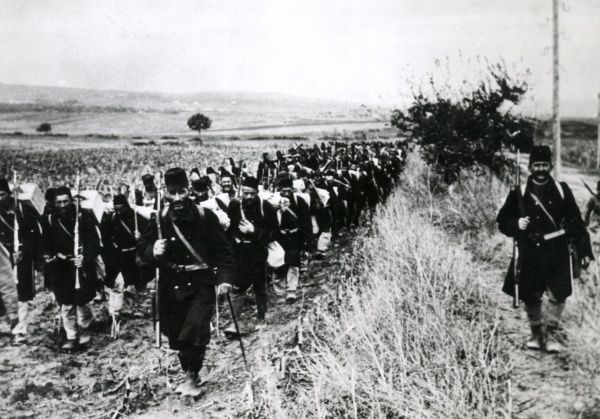 A Bosnian regiment marching off to the front in Serbia during the First World War. Date: 1914-1918
