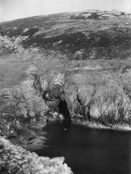 Deep water and rocky inlets at Braich-y-Pwll, on the far end of the Lleyn Peninsula, Carnarvonshire, Wales. Date: 1950s
