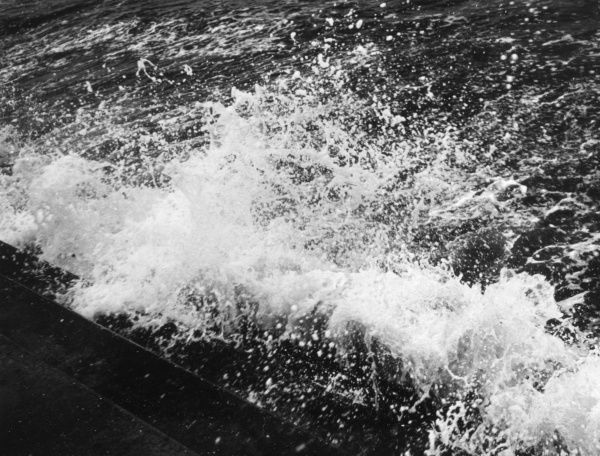 Study of a breaking wave. Date: 1950s