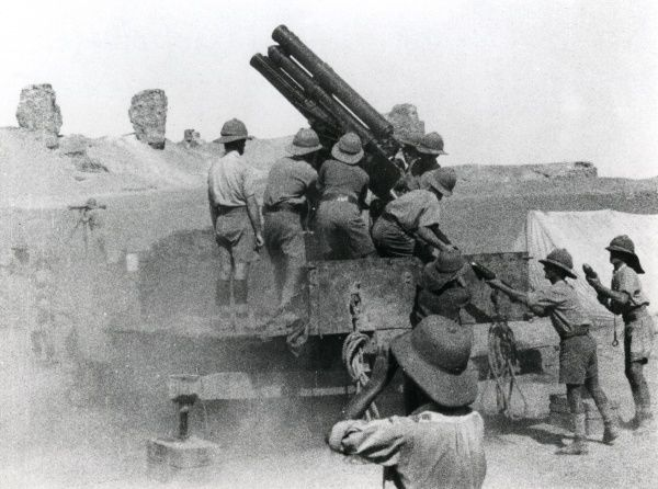 British artillery in action in Mesopotamia (now Iraq) during the First World War. Date: circa 1915-1918