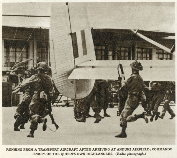 Running from a transport aircraft after arriving at Anduki airfield: Commando troops of the Queen's Own Highlanders