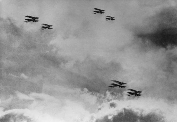 British Bristol F2A fighter biplanes in flight during the First World War. Date: 1916-1918