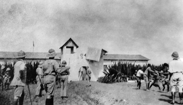 British forces demolishing Fort Dschang, German Cameroon, west central Africa, during the First World War. Date: 1914