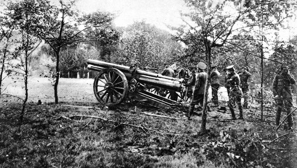A British heavy gun at the moment of firing