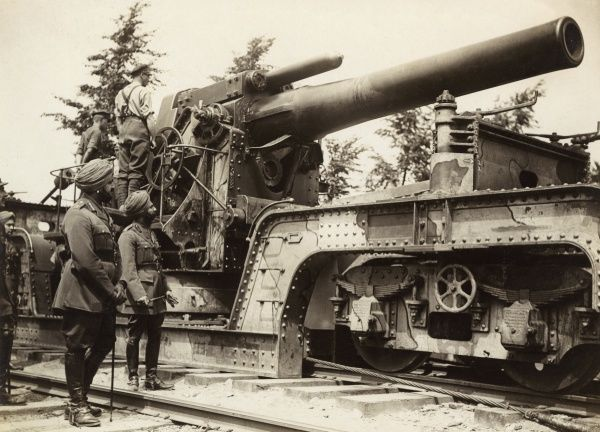 A British 12 inch Mark III railway Howitzer being inspected by the Maharaja of Patiala (Maharaja Bhupinder Singh, 1891-1938) on the Western Front near Borre in France during the First World War. The Maharaja served on the General Staff in France