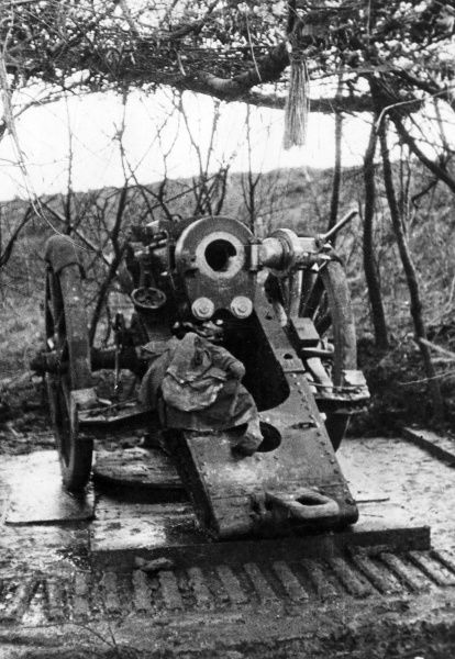 A British 6 inch (30 cwt) Howitzer near Albert, northern France, during the First World War. Date: 1915