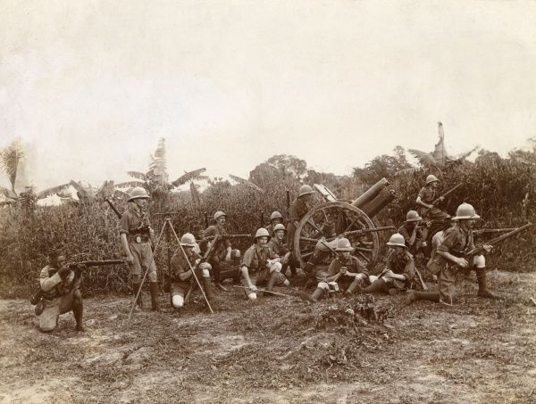 British soldiers with artillery, including a Howitzer gun, in the bush in Duala, Cameroon, west central Africa, during the First World War. Date: 25 December 1915