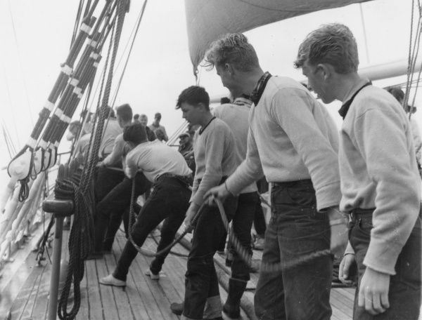 A group of cadets work with the ropes on the deck of the Sorlandet during the Tall Ships Race Date: 1962
