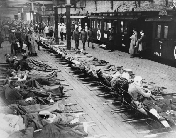 Loading wounded soldiers on stretchers on a hospital train at Cambrai on the Western Front in France during World War I in November 1917 Date: November 1917