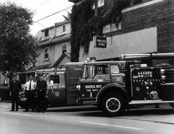 Canadian fire services and engine Date: 1950s