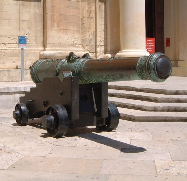 A cannon displayed outside the St John Cathedral (viewed from St John Square) at Valletta