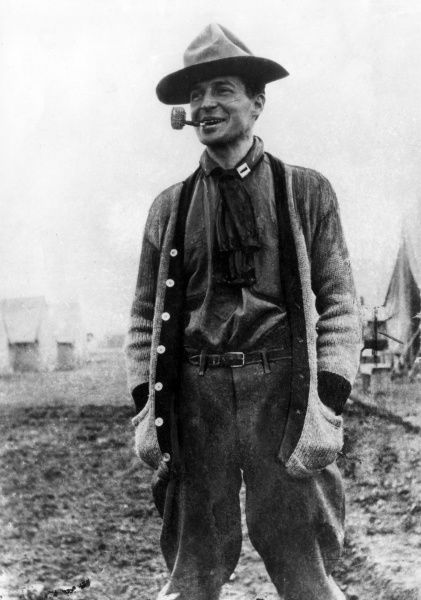 Captain Douglas Macarthur (1880-1964), American army officer, seen here at San Antonio, Texas, USA, during border fighting (Mexican Revolution). He later served in both World Wars, as well as the Korean War. Date: 1916