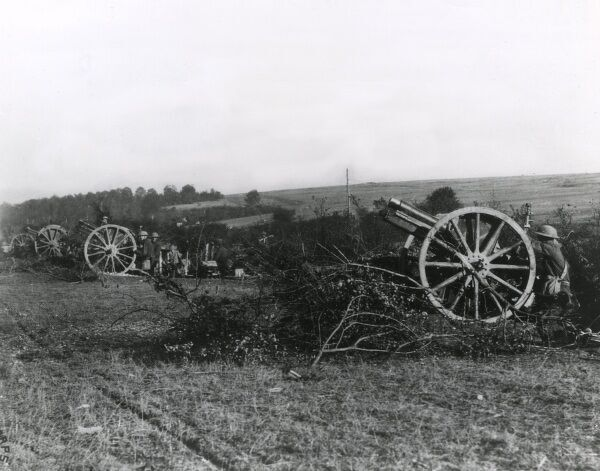 Captured German 77 mm guns in American hands on the western front during the First World War. Date: 9 October 1918