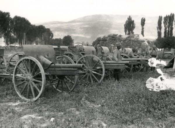 Some of the guns captured by the Serbians during their advance on Mount Kajmakchalan on the Balkan Front during the First World War. Date: September 1916