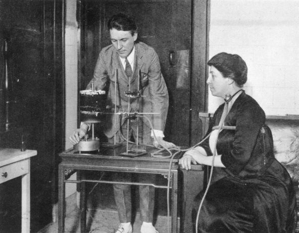 Carrington with apparatus designed to record changes in the pulse and respiration of a medium while producing psychic phenomena