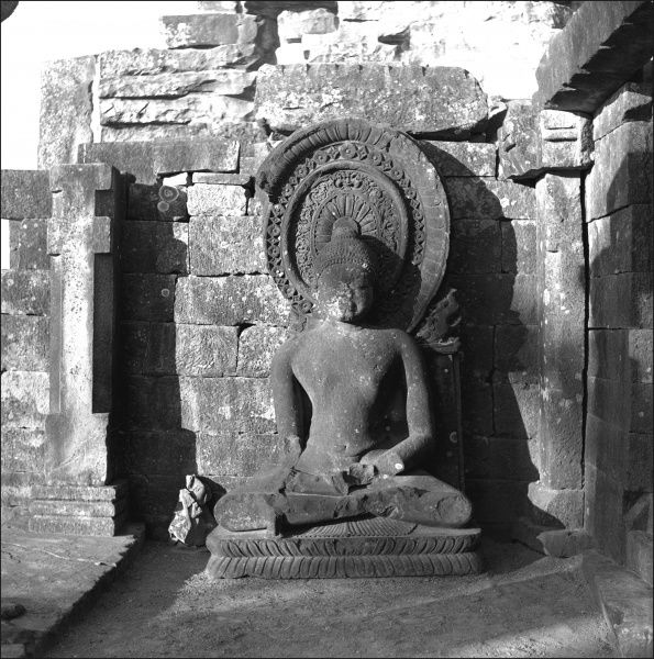 Detail of a carving of a human figure on the Stupa at Sanchi, Madhya Pradesh Province, Central India. Photograph by Ralph Ponsonby Watts