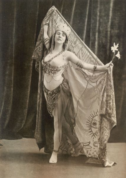 TERESA CERUTTI Italian singer, as Salome in Strauss's opera
