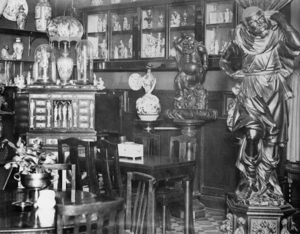 Curios and treasures at the Charlie Brown Saloon 'Museum'. Date: 1930s