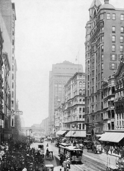 Tramways compete with horse- drawn traffic in Chicago's commercial centre