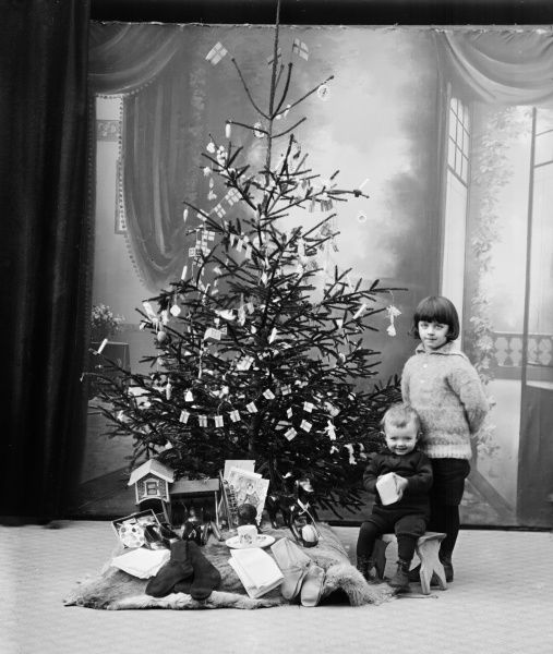 Children and their Christmas presents. Date: C. 1900s