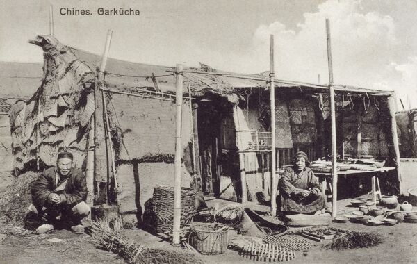 China - Qingdao (Tsingtao) - Tradesmen, selling a variety of foodstuffs, ceremic pots, plates and bowls, reed bags, grills and dried rushes. Date: circa 1910s