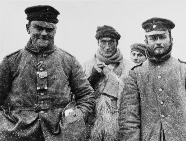 Fraternisation between German and English soldiers on Christmas Day 1914 in Ploegsteert on the Western Front in France during World War I. Two German officers with Private Turner of the LRB, the one with the beard is a doctor of medicine