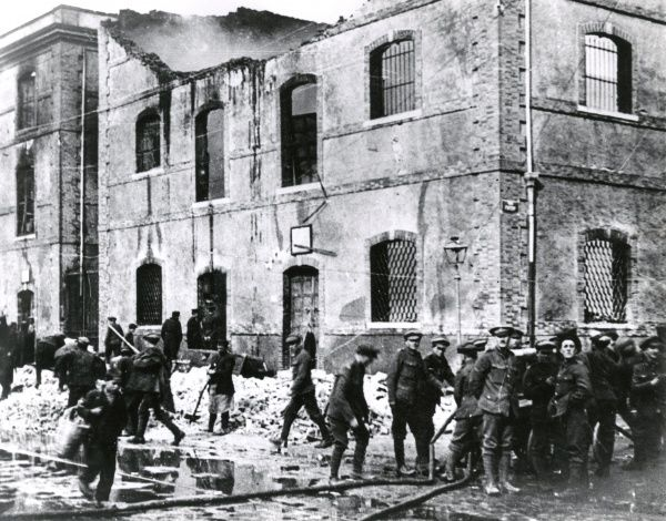 British troops helping to clear up bomb damage caused by the German military airship LZ85 on Salonika (Salonica, Thessaloniki, Greece) during the First World War