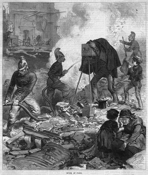 After the recapture of Paris by the government, firemen extinguish the fires while a photographer seeks to record the scene for posterity. The residents can only grieve