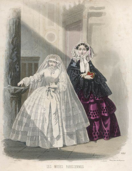 A mother with her daughter in her communion dress