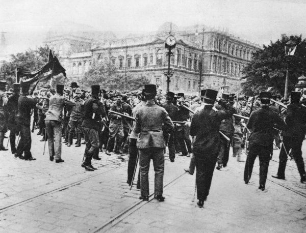 The security forces try to prevent a group of communist demonstrators advancing in the direction of Kolingasse and Horlgasse in the Schottenkreuzung area, Vienna, Austria. Date: 15 June 1919