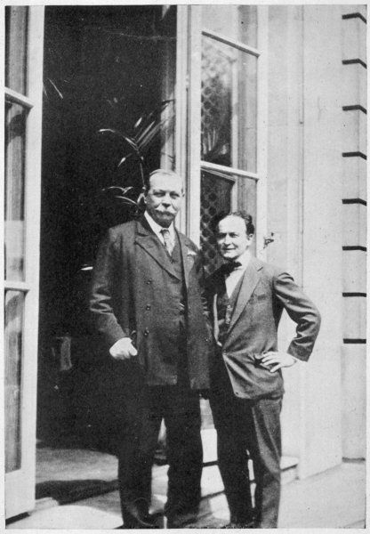 SIR ARTHUR CONAN DOYLE British physician and writer, circa 1924, with Houdini at the Auto Club, London