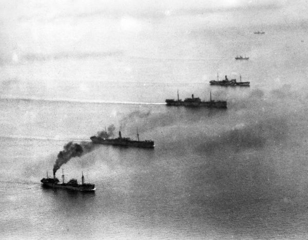 A convoy of British ships at sea during the First World War. Date: 1914-1918