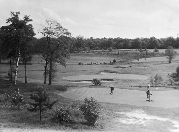 Putting on Coombe Hill Golf Course, Surrey