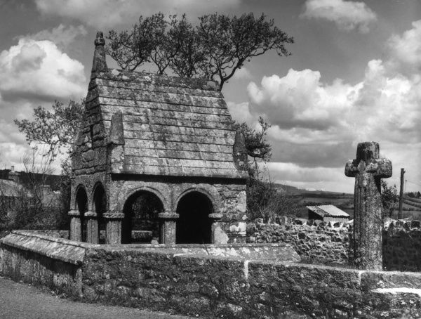 The famous Holy Well and old Cross at St. Clear, Cornwall, England. Date: 1950s